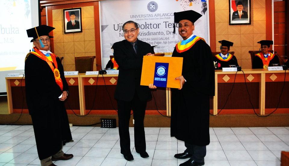 Mantan Wartawan Surabaya Post Raih Gelar Doktor di FISIP UNAIR