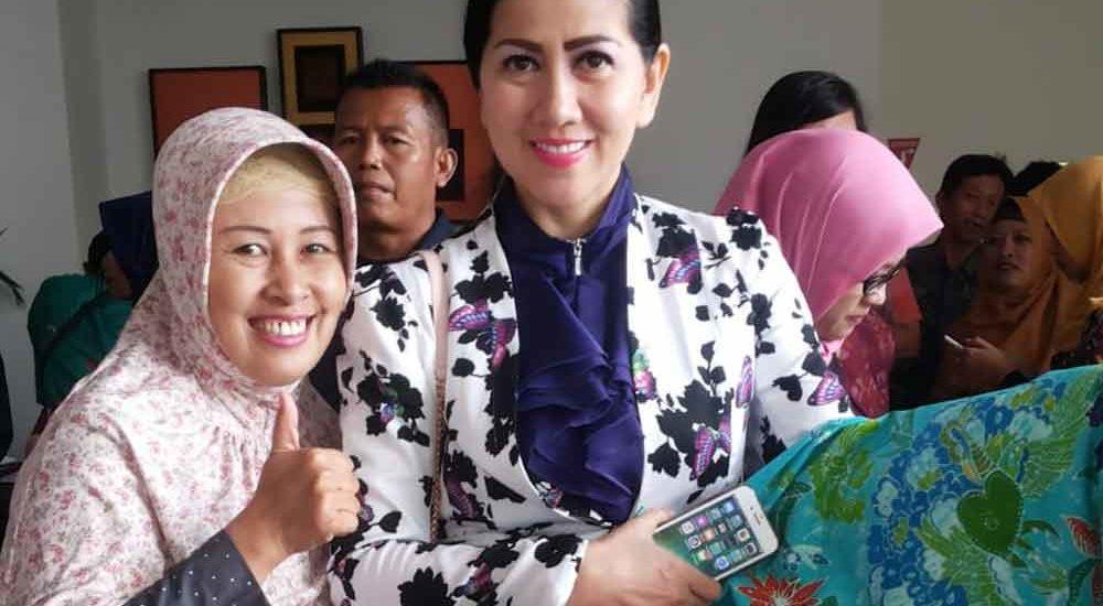 Dari Nulis di Kertas Koran ke Kain Batik